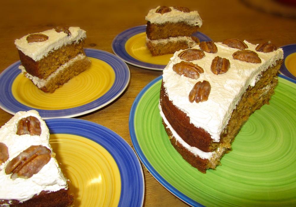 Pecan and ginger cake - cut
