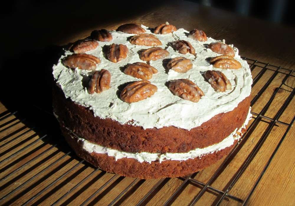 Pecan and ginger cake - whole